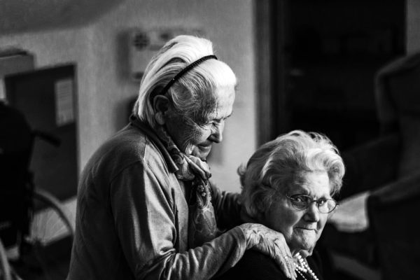 La colocation entre seniors : entraide, sécurité et dynamisme au quotidien