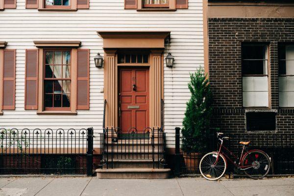 Est-ce que je possède des droits sur le trottoir devant ma maison ?