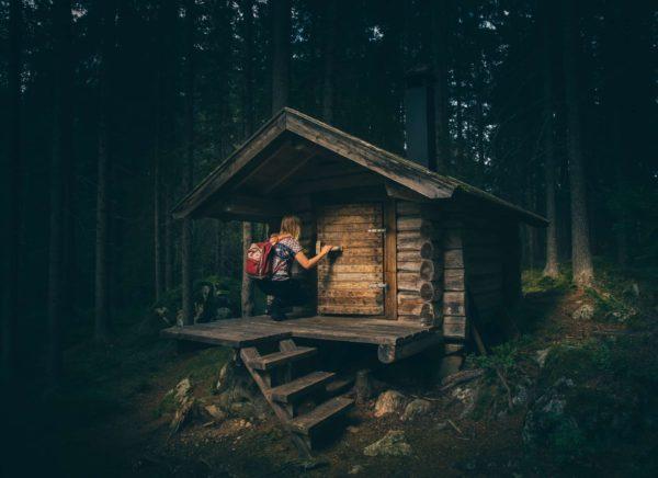Construire une cabane dans le bois est-il légal ?