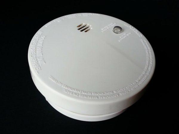 Bip des détecteurs de fumée : raisons et solutions possibles